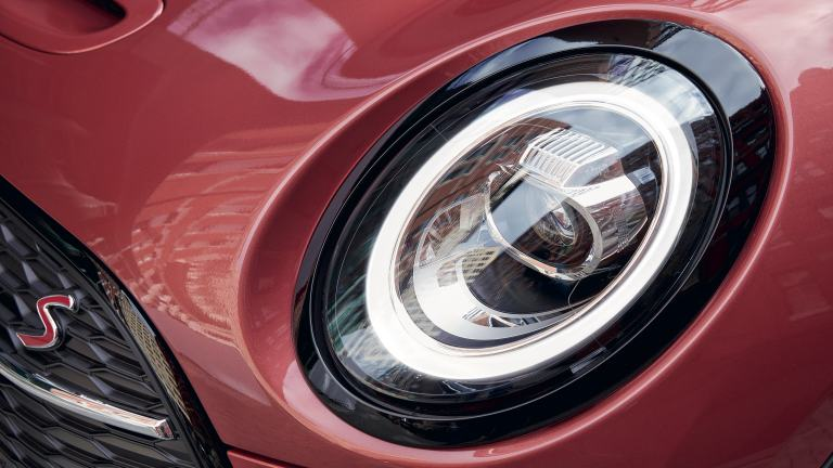 MINI Clubman – vista frontal – faro LED delantero